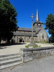 Église Notre-Dame - Français:   Église Notre-Dame d\'Hédé (35). Flanc sud.