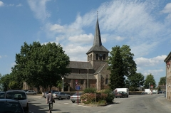 Église Notre-Dame - Français:   Hédé, Ille-et-Vilaine, Bretagne, France  Église Notre-Dame, vue de la place de l\'Église