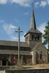 Église Notre-Dame - Français:   Hédé, Ille-et-Vilaine, Bretagne, France  Église Notre-Dame et calvaire.