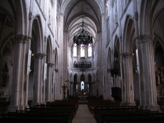 Eglise principale Saint-André - English: The nave of St.Andrew's church, in Châteauroux, Indre, France.