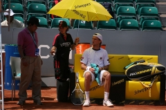Château d'Hodebert - English: Seppi at a change of ends against Querrey