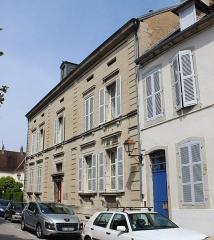 Maison - Français:   Maison, 4 place Bichat, Lons-le-Saunier.
