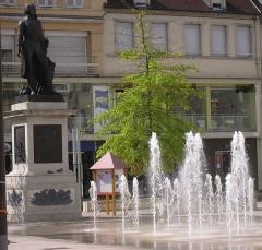 Monument du Général Lecourbe - English: Place de la Liberté in Lons-le-Saunier, Jura, France, showing statue of Claude Lecourbe at left.  The plaque on the statue reads,