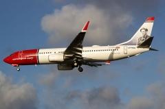 Château de la Sauge - Galego: Boeing 737 de Norwegian aterrando no aeroporto de Copenhague.