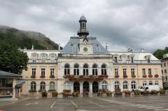 Groupe scolaire - Hôtel de ville - Justice de paix - Français:   hotel de ville de Morez, Morez, France.