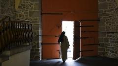 Monastère des Clarisses - Nederlands: Sint-Claraklooster (Poligny), Frankrijk - een claris in het klooster