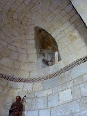 Eglise Saint-Martin -  Fenêtre intérieure de l'absidiole de l'église Saint-Martin de Pouillon