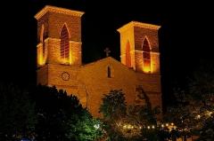 Eglise Saint-Pierre et Saint-Paul - English: Church by night