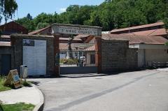 """Site minier dit """" Puits Couriot """" - Le puits Couriot: portail d'entrée."""