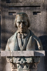 Monument Jacquard - English:  Bust of  Joseph Marie Jacquard.