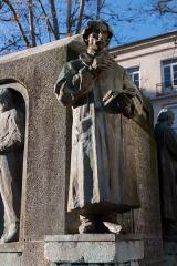 Monument Jacquard - English:  Weaver model maker