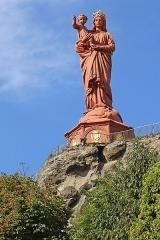 Statue de Notre-Dame de France - Deutsch: Vulkankegel Rocher Corneille mit der Statue Notre-Dame de la France. Die im Jahre 1860 errichtete Statue hat eine Höhe von 16 Metern. Le Puy-en-Velay, Département Haute-Loire.