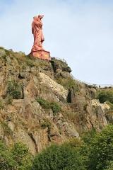 Statue de Notre-Dame de France - Deutsch: Le Puy-en-Velay - Rocher Corneille:  Auf dem Vulkankegel Rocher Corneille steht die Statue der Notre–Dame de la France, eine 16 Meter Hohe Marienfigur. Die Stadt Le Puy-en-Velay liegt in der Region Auvergne-Rhône-Alpes, Frankreich.