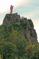 Statue de Notre-Dame de France - Deutsch: Rocher Corneille mit der Monumentalstatue Notre-Dame de la France in Le Puy-en-Velay, Département Haute-Loire, Frankreich.