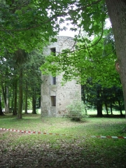 Château de la Tour-Maubourg - English: The old tower of Maubourg