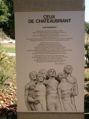 Monument aux fusillés - Panneau en hommage aux fusillés de Châteaubriant, reproduisant le poème de Jean Marcenac intitulé Les éclaireurs