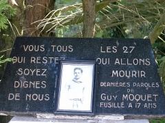 Monument aux fusillés - Plaque commémorative en hommage à Guy Môquet dans la Carrière des Fusillés près de Châteaubriant