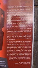 Monument aux Cinquante Otages - English: Information marker outside Nantes Cathedral, on the spot where Nazi Fedlkommandant Karl Hotz was assassinated
