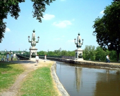 Maison à pans de bois -  The iron canal bridge across the Loire river in Briare (France), Europe's longest, built at the end of the 19th century by Gustave Eiffel. Date of picture: May 25, 2001.