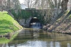 Site de Grignon - Français:   Site de Grignon sur le canal d\'Orléans, déversoir. Vieilles-Maisons-sur-Joudry, Loiret, Centre, France