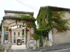 Ancien évêché concordataire, actuellement musée - Français:   Cahors - Musée de Cahors Henri-Martin