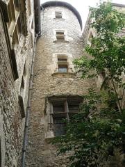 Site archéologique du dolmen des Aguals ou de la Combe de l'Ours - Cahors (Lot, France), hôtel de Roaldès, ou maison Henri IV, datant de fin XVe. Tourelle à escalier.