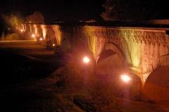 Pont-canal d'Agen sur la Garonne (également sur commune du Passage) -  Pond canal à Agen de nuit