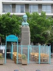 Statue de Briqueville ou monument à Armand de Briqueville, à Octeville -  Armand de Bricqueville (1785-1844), Cherbourg, Lower Normandy, France