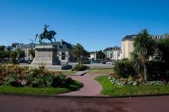 Statue de Napoléon Ier, à Octeville - English: Armand Le Véel (French, 1821-1905): Napoléon Ier, equestrian statue, Place Napoléon and view into the Place de la République, Cherbourg, Manche (Normandie), France.