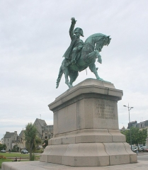 Statue de Napoléon Ier, à Octeville - English: Armand Le Véel (French, 1821-1905): Napoleon Ier, 1858, equestrian statue, Cherbourg, Manche, France