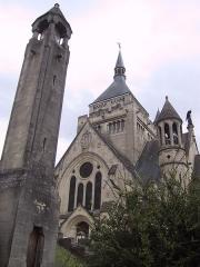 Château de Sept-Saulx -  Chapelle de Dormans (mémorial des batailles de la Marne) et lanterne des morts, dans le parc du château de Dormans.