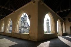 Château de Sept-Saulx - Chapelle de Dormans, cloitre.