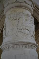 Château de Sept-Saulx - dans  la Chapelle du mémorial des batailles de la Marne à Dormans. Piliers de la bataille.