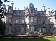 Château Perrier -  Château-Perrier, Épernay (Marne, France) construit en 1854. Vue du jardin.