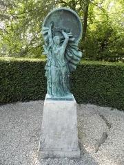 Maison dite la Boisserie - Français:   Statue à La Boisserie, à Colombey-les-Deux-Églises