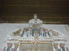 Eglise Saint-Martin - Français:   Retable du Rosaire de l\'église Saint-Martin de Châtillon-sur-Colmont (53). Donation du Rosaire à Saint-Dominique et Sainte-Catherine-de-Sienne.