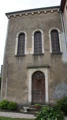 Synagogue - Français:   Vue du jardin, de la porte de la synagogue.