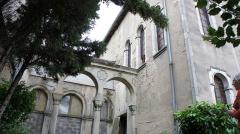 Synagogue - Français:   Vue du jardin, de l\'ancienne école et de la synagogue.
