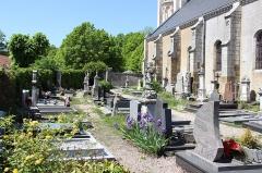 Eglise paroissiale de la Nativité de la Vierge dite Basilique Notre-Dame-de-Sion et ancien couvent des Tiercelins de Sion - Français:   Le cimetière de Saxon-Sion