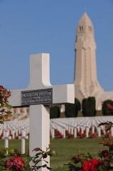 Ossuaire de Douaumont - L'ossuaire et le cimetière au Printemps