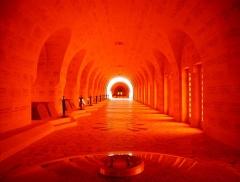 Ossuaire de Douaumont - Deutsch: im Ossuarium, Douaumont, Département Meuse, Region Lothringen (heute Grand Est), Frankreich