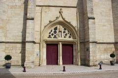 Eglise Saint-Calixte - Français:   Porche de l\'église Saint-Calixte.