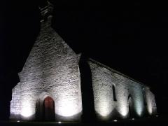 Chapelle Notre-Dame de Bon Secours de Mangolérian - La chapelle de Mangolérian en Monterblanc (Morbihan) de nuit