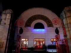 Cinéma Eden - Français:   Cinéma Éden de Cosne-Cours-sur-Loire (Nièvre, France), avec l\'affichage «100 ans», la nuit.