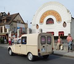Cinéma Eden - Français:   Citroën Acadiane beige et cinéma Éden de Cosne-Cours-sur-Loire.
