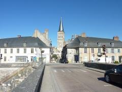 Grand pont sur la Loire - Français:   La Charité-sur-Loire vu du pont sur la Loire