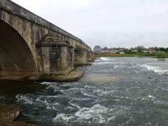 Grand pont sur la Loire - Français:   Grand pont à La Charité-sur-Loire (Nièvre)