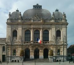 Théâtre municipal -  Photographie du théâtre municipal de Denain, classé aux monuments historiques