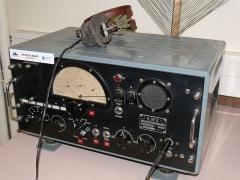Observatoire de l'Institut de mathématiques appliquées et d'astronomie - English: Radio receiver of years 1940-1950 at Lille observatory (Nord, France).