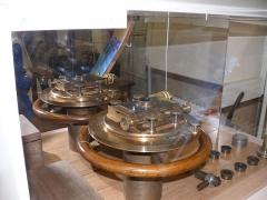 Observatoire de l'Institut de mathématiques appliquées et d'astronomie - English: Micrometer of year 1909 at Lille observatory (Nord, France).